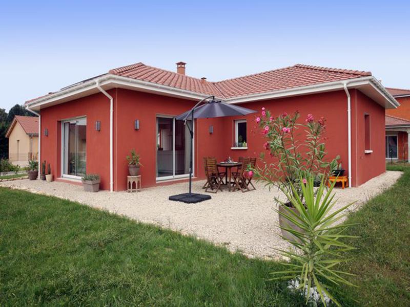 Bourg en Bresse, 01, maison traditionnelle de plain pied à faible consommation d'énergie, conforme à la RT 2012
